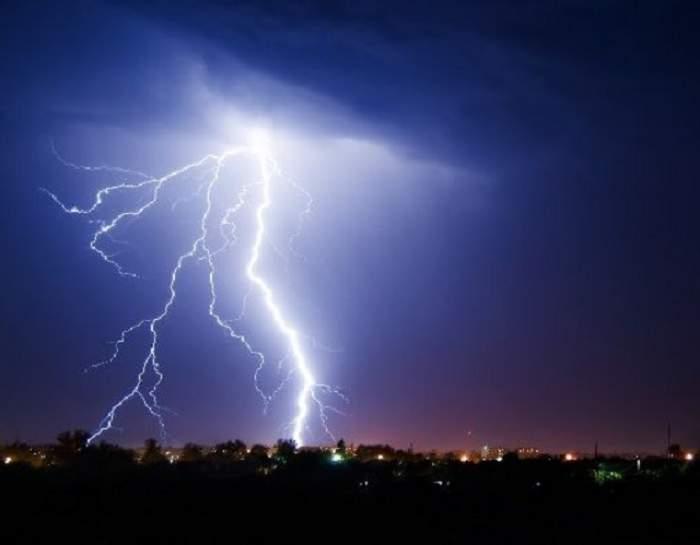 Se strică vremea! Meteorologii au emis o avertizare meteo de furtună