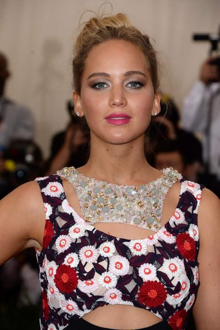 Ce fac fardurile din vedete! Cum arată nemachiată actriţa Jennifer Lawrence
