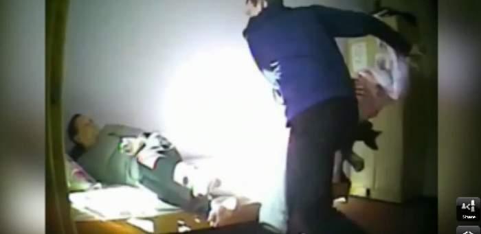 VIDEO / ABUZ de NEIERTAT! Un îngrijitor bate cu neruşinare o femeie bolnavă de Alzheimer