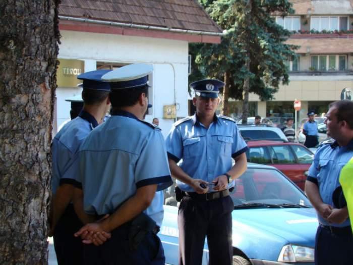 Poliţistii, în scene de film de comedie! Cum le-a scăpat un hoţ printre degete la propriu?