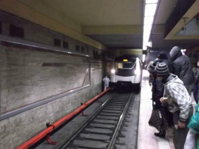 Un bărbat s-a aruncat în faţa metroului! Circulaţia a fost blocată mai multe ore