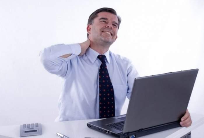 ÎNTREBAREA ZILEI: MIERCURI - Cum poţi evita efectele sedentarismului fără a te ridica de pe scaunul de birou?