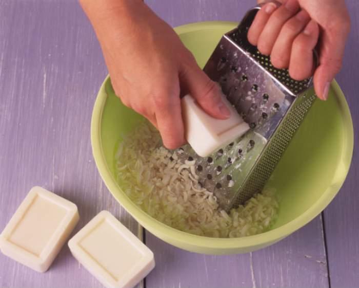 Cum să îţi faci acasă un săpun natural? Hidratează perfect pielea uscată