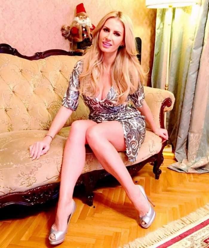 S-a pozat cu un decolteu generos! Andreea Bănică, din nou cu sânii la vedere!