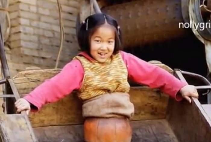 """VIDEO / Asta da lectie de viaţă! Fetiţa """"minge de baschet"""" a ajuns campioană la înot"""