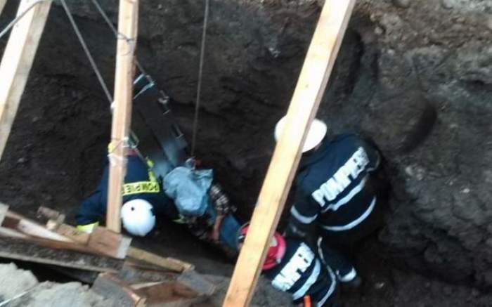 VIDEO / Imagini şocante! Un muncitor a murit îngropat de viu chiar în faţa colegilor de muncă