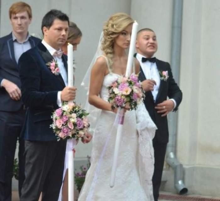 FOTO / O mireasă din Botoşani, la un pas de leşin la ieşirea din biserică! Motivul este incredibil!