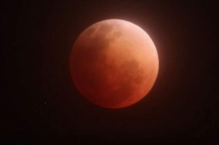VIDEO / Începe o eră nouă! Eclipsă de Lună şi Super Luna, în aceeaşi noapte