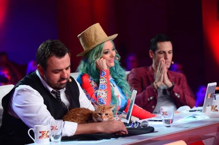 Ce a apărut pe masa juriului de la X Factor? Horia Brenciu e cel care a luat-o în primire