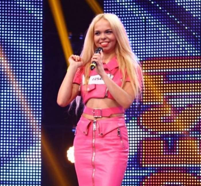 """FOTO & VIDEO / Şocant! O concurentă de la """"X Factor"""" a leşinat în timp ce cânta!  Ce jurat i-a sărit în ajutor!"""