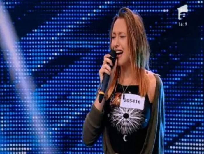 """VIDEO / Alice din Galaţi a """"dat foc scenei"""" de la """"X Factor""""!  Te atrage cu zâmbetul și te cucerește definitiv cu vocea!"""