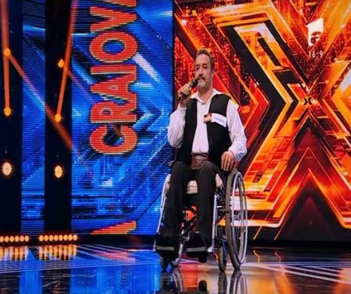 """FOTO&VIDEO/ MOMENTE DRAMATICE LA """"X FACTOR"""". Dani Oţil, în lacrimi după ce a auzit povestea de viaţa a unui concurent în scaun cu rotile"""