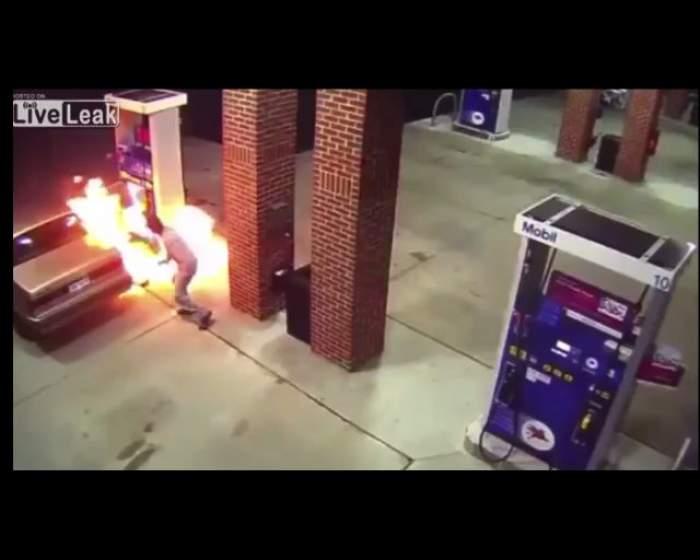 VIDEO / El e cel mai PROST om de pe pământ. A vrut să dea foc la un păianjen şi a provocat un incendiu într-o benzinărie