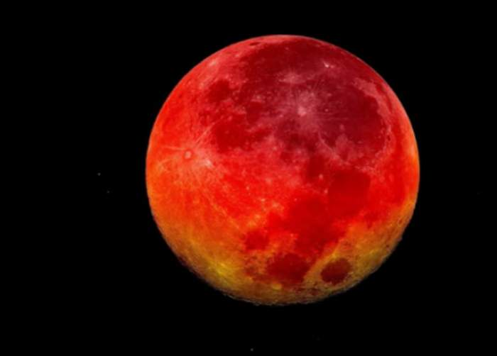 VIDEO / Super Luna şi eclipsa de Lună, simultan, după mai mult de 30 ani! Ce s-a văzut pe cer