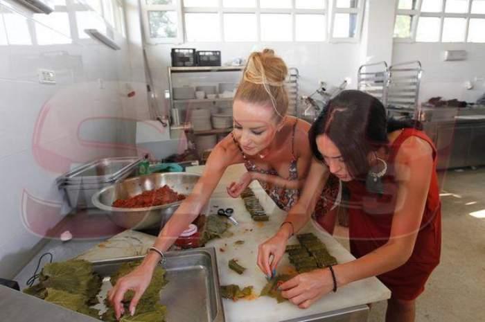 """FOTO / Le ştii sexy şi """"obraznice"""", dar aşa nu ţi le-ai fi imaginat. Margherita şi Flavia au intrat în bucătărie şi l-au scos din sărite pe Sorin Bontea"""