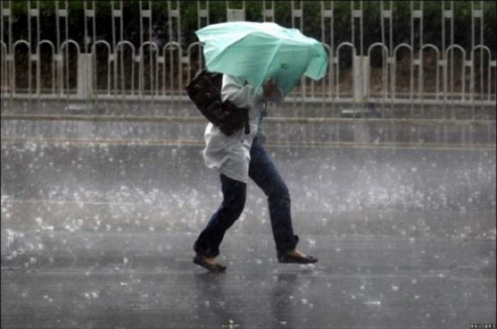 Ploile s-au instalat în toată ţara! Meteorologii au emis COD GALBEN