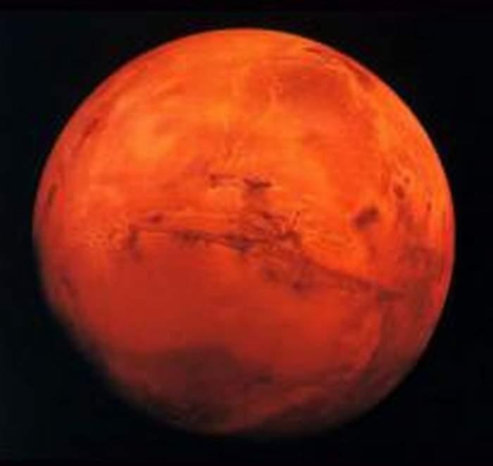 VIDEO / Există viaţă pe Marte! Cercetătorii NASA au descoperit apă curgătoare