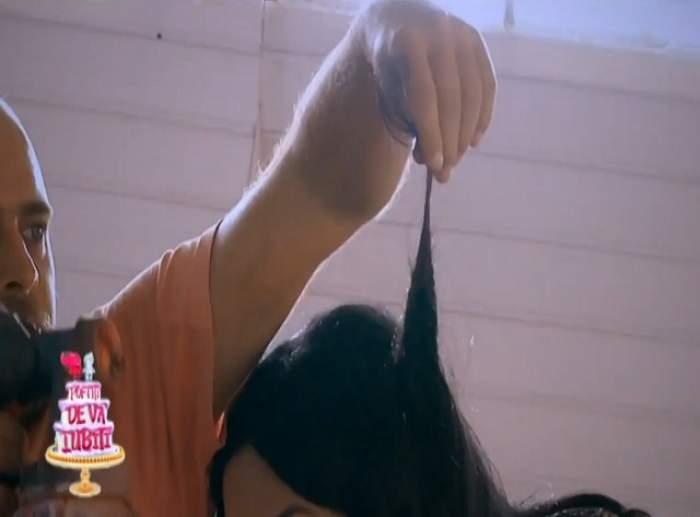 """VIDEO / Margherita de la Clejani, la un pas să rămână fără păr, la """"Poftiţi pe la noi! Poftiţi de vă iubiţi!"""": """"Dacă nu se ia cu apă, se ia cu foarfeca!"""""""