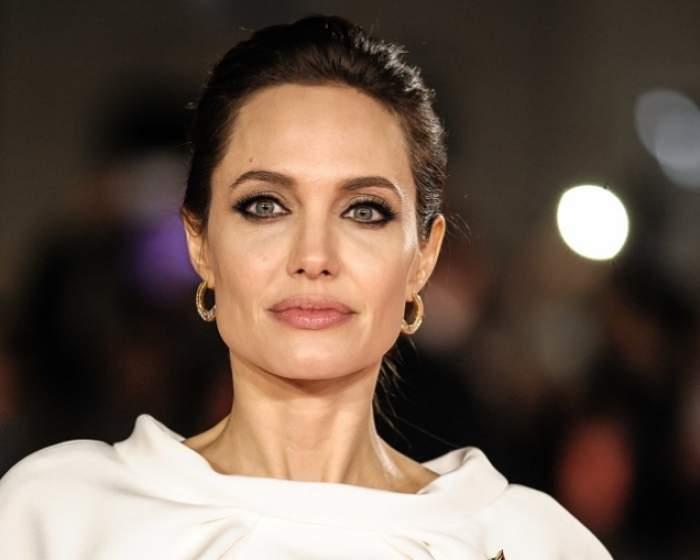 Angelina Jolie este una dintre cele mai sexy femei de pe planetă! Iată cum arata când avea 4 ani! Nu o să o recunoşti!