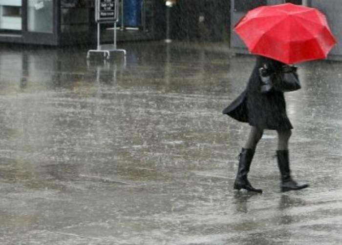 Ploile continuă, iar temperaturile rămân scăzute! Ce ne aşteaptă în următoarele ore?