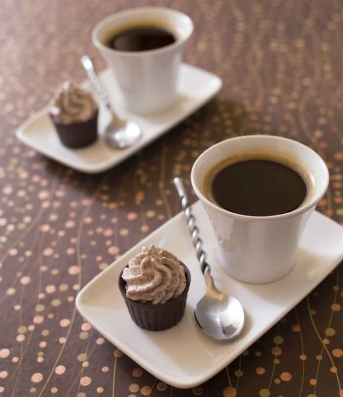 Fără mirosul ei, dimineţile nu ar mai fi la fel! Cât este de periculos să bei cafea pe stomacul gol?