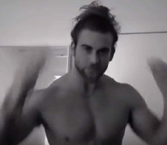 VIDEO / Bărbaţi, vă purtaţi părul prins în coadă? Coafura asta riscă să vă lase chei