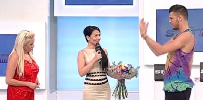 VIDEO / Sexy mama! Rochia strâmtă abia a lăsat-o să păşească. Andreea Mantea şi-a etalat silueta la TV. Aşa arată la 4 luni după ce a născut