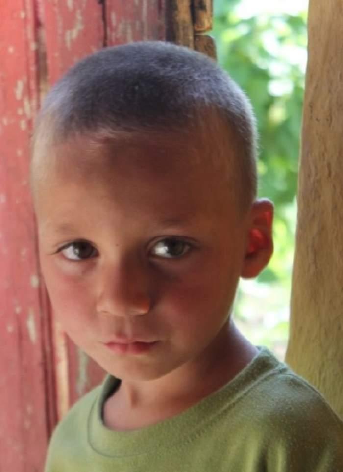 Incredibil!  Copil dat dispărut, găsit mort  şi legat cu sârmă ghimpată!
