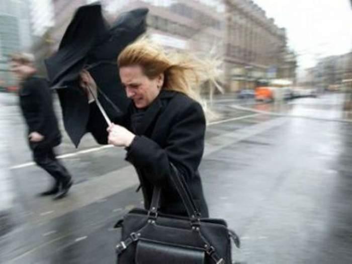 Nu ieşiţi din casă fără haine groase! Meteorologii au emis un nou COD GALBEN de vreme rea