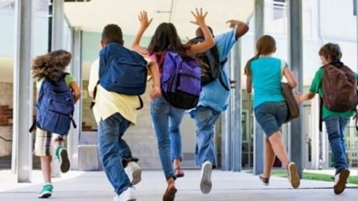 Veste bună pentru elevi! Luni nu se fac cursuri! Li se pregăteşte ceva nou