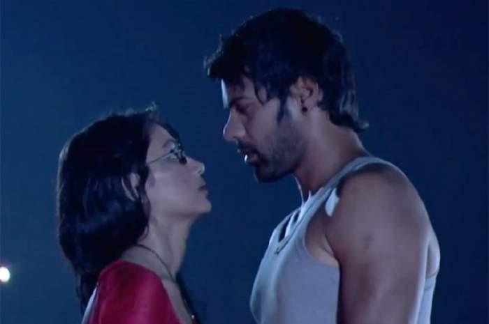 Boala Sarlei îi apropie pe Pragya şi Abhi! Să fie acesta momentul în care îşi dezvăluie iubirea?
