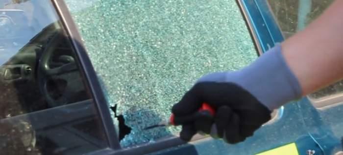 Cei mai PROŞTI poliţişti din lume! AU SPART geamul unei maşini şi apoi au lăsat un bileţel. RÂZI CU LACRIMI când o să afli de ce au făcut asta!