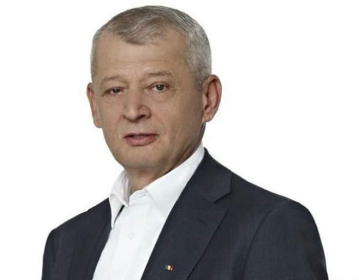 Sorin Oprescu, REŢINUT DE DNA pentru luare de mită! Primarul Capitalei ar fi primit 25.000 de euro de la patru denunţători