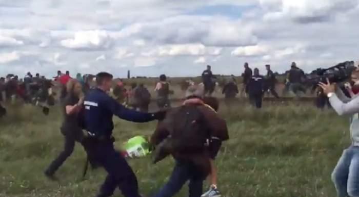 VIDEO / Angajata unei televiziuni din Ungaria, concediată după ce apare în imagini lovind refugiaţi
