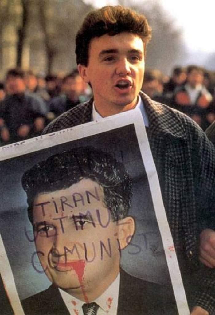 FOTO / România în urmă cu 26 de ani, cu lacrimi în ochi și zâmbete în colțul gurii. Fotografii DE COLECȚIE din 1989