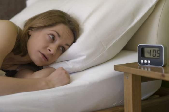 Nu te odihneşti noaptea? Consumă o băutură NATURALĂ cu o oră înainte de culcare şi vei simţi efecte INCREDIBILE