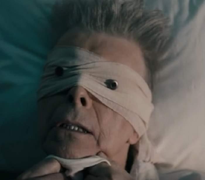 VIDEO / David Bowie a luptat până în ultima clipă! Artistul a suferit şase atacuri de cord înainte de a depune armele în faţa morţii