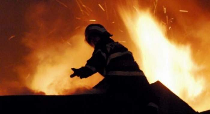 Incendiu puternic într-un restaurant din Capitală. Pompierii încearcă să stingă flăcările
