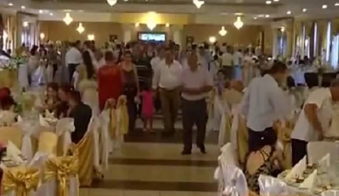 """VIDEO / Nuntă în palatul de aur! Mirii blindaţi cu diamante! Nicolae Guţă şi Florin Salam s-au """"duelat"""" în melodii"""