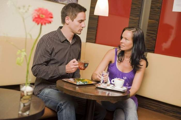 ÎNTREBAREA ZILEI - VINERI: Care este singurul obicei prin care o femeie alungă bărbaţii de lângă ea?