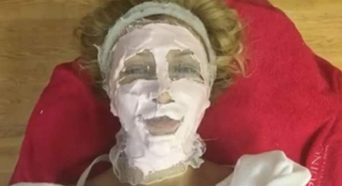 VIDEO / Lora, de nerecunoscut! Abia îşi mai mişcă buzele şi arată aşa