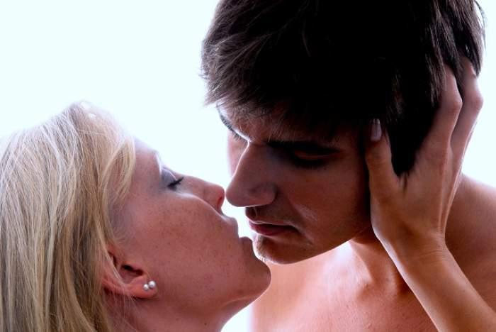 O ieşire la MALL poate însemna pentru ei o partidă de SEX! Top trei zodii care vor să se dezlănţuie cu partenerul în locurile publice