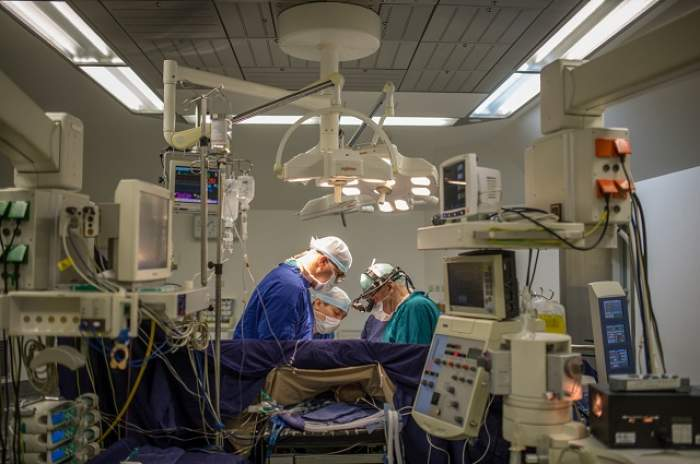 Conflict neobișnuit între doi medici români. Unul dintre ei se află la reanimare