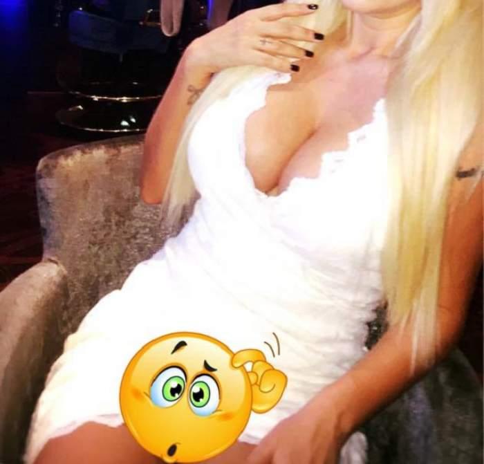 E sexy şi ştie să înnebunească bărbaţii! O blondă celebră a uitat de fusta scurtă şi a arătat TOT TOT TOT