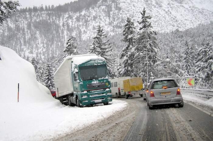 Atenție cum circulați astăzi! O porțiune de autostradă și mai multe drumuri naționale au fost închise