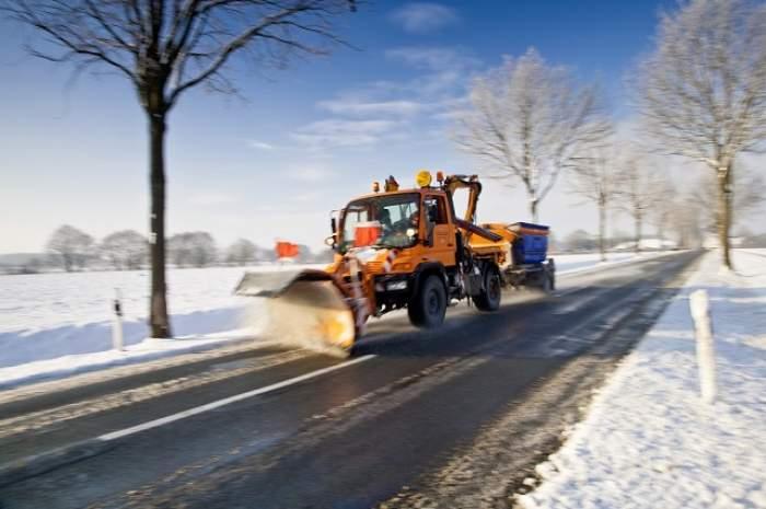 Noi drumuri închise în țară, din cauza zăpezii. Citiți lista înainte de a pleca de acasă