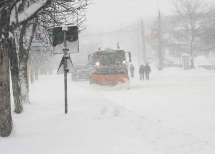 Iarnă 2016. Atenţie, şoferi! Se circulă greu în ţară! Ce drumuri rămân închise din cauza ninsorilor