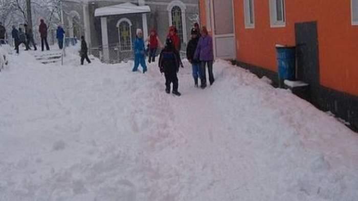 Mâine, şcolile din Bucureşti se redeschid. Ce se întâmplă cu ELEVII din PROVINCIE