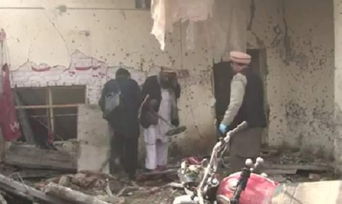 VIDEO / Atac sinucigaş în nord-vestul Pakistanului! Cel puţin 10 oameni au murit