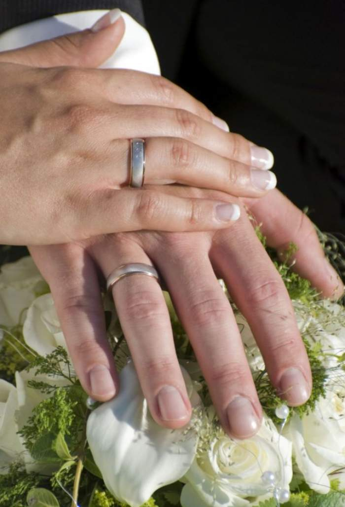 ÎNTREBAREA ZILEI - MIERCURI: Care este vârsta perfectă pentru căsătorie?